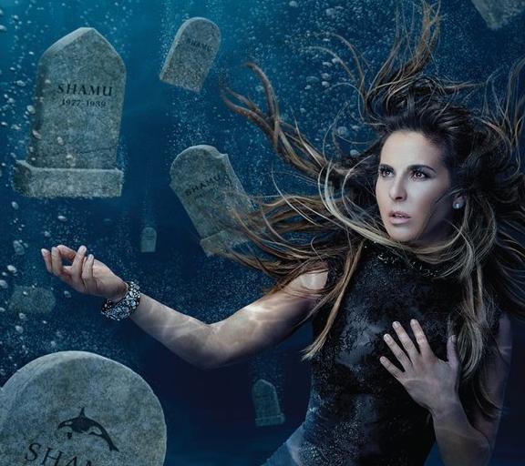 Kate del Castillo bucea entre lápidas